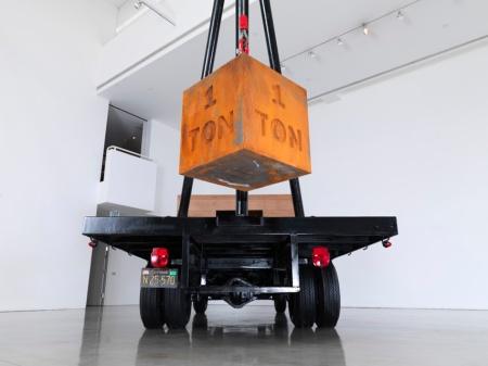 Chris Burden, 1 Ton Crane Truck, 2009, photo E.Koyama