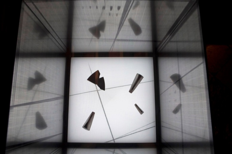 Project for an urban area, 2010, 65 x 90 x 90 cm, Iron, epoxy resin, neon, plexiglass. © Photo Andrea Messana