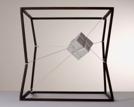Introverted perspective #5, 2011, 40 x 40 x 40 cm, Iron, polyester thread, plaster. © Photo Domenico Nicolo