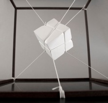 Introverted perspective #5, 2011, 40 x 40 x 40 cm, Iron, polyester thread, plaster. © Photo Andrea Messana